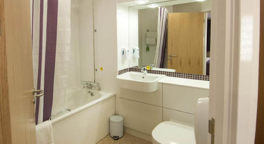 Bathroom Premier Inn Tamworth South