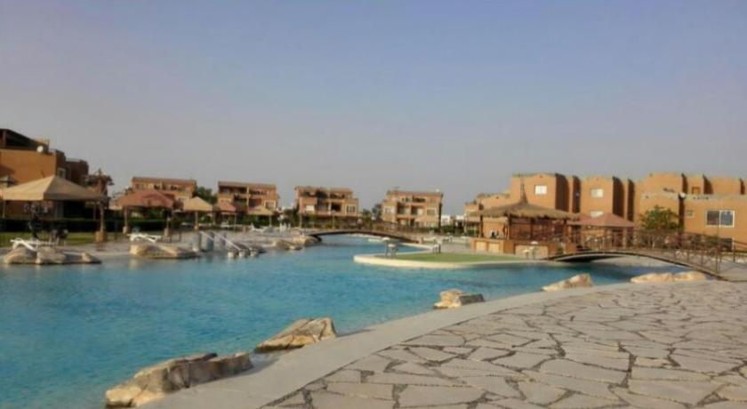 Плувен басейн Three-Bedroom Apartment at Marina Wadi Degla