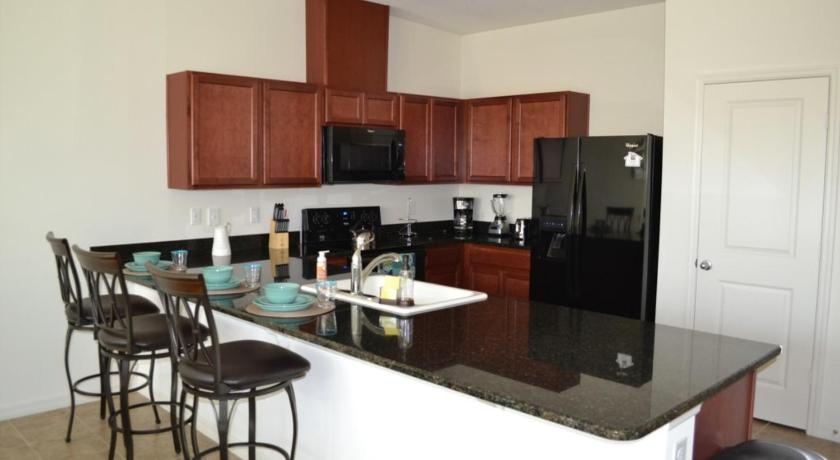 4BR Apartment - Compass Bay 3149