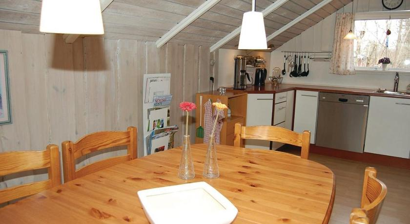 Three-Bedroom House Holiday home Svanevænget Hemmet