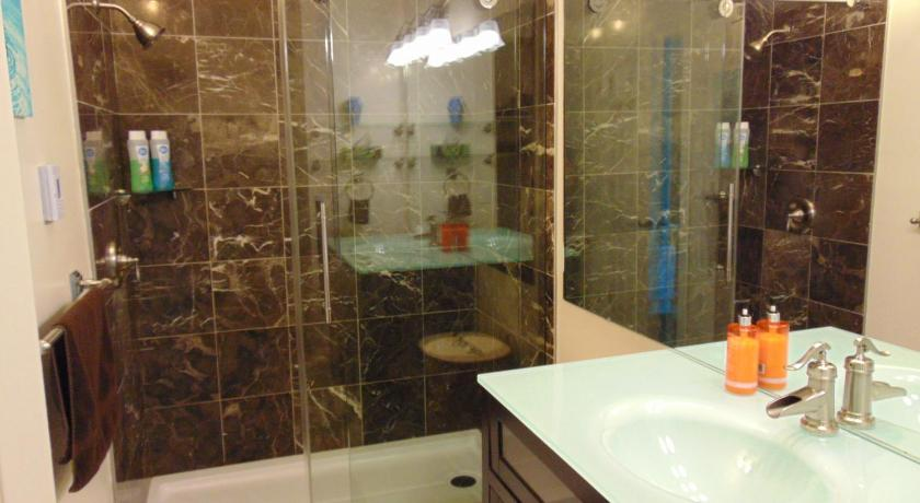 Bathroom Downtown Executive Suites - Water Street