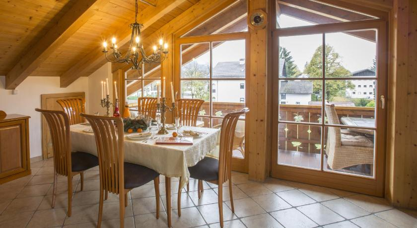 Deluxe Two-Bedroom Apartment with Mountain View Luxus Apartments im Bayerischen Skigebiet