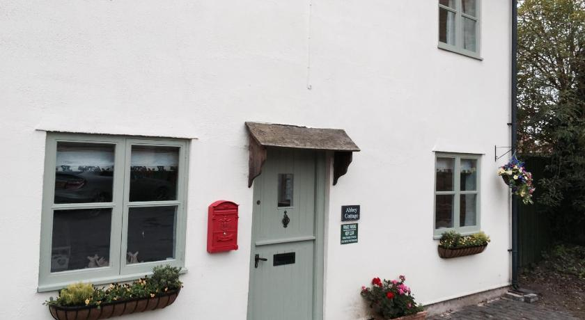 Entrance Abbey Cottage