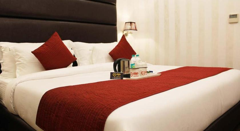 Deluxe Double or Twin Room Oyo Premium Gk1 Outer Ring Road