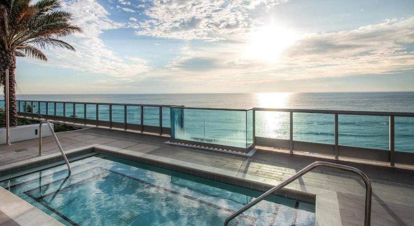 Monte Carlo Miami Suite 6551 Collins Avenue Beach