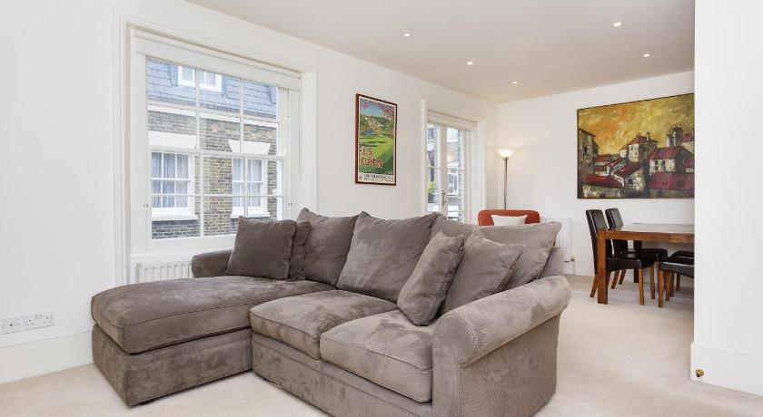 Two Bedroom Mews Apartment in Kensington