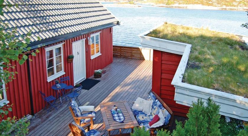 Holiday home Averøy Sjøtun  Hoset