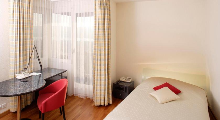 Superior Single Room with Balcony - Bed Hotel Dolder Waldhaus