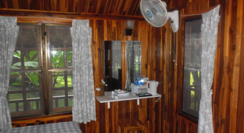 Waterfront Bungalow with Fan Buhom Mekong Resort