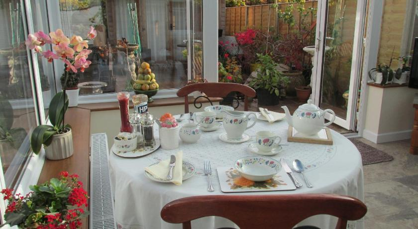 Albertine book online bed breakfast europe albertine 47awaterford lane lymington sciox Gallery