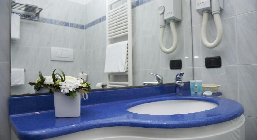 Double Room with Mountain View - Bathroom Hotel La Bussola