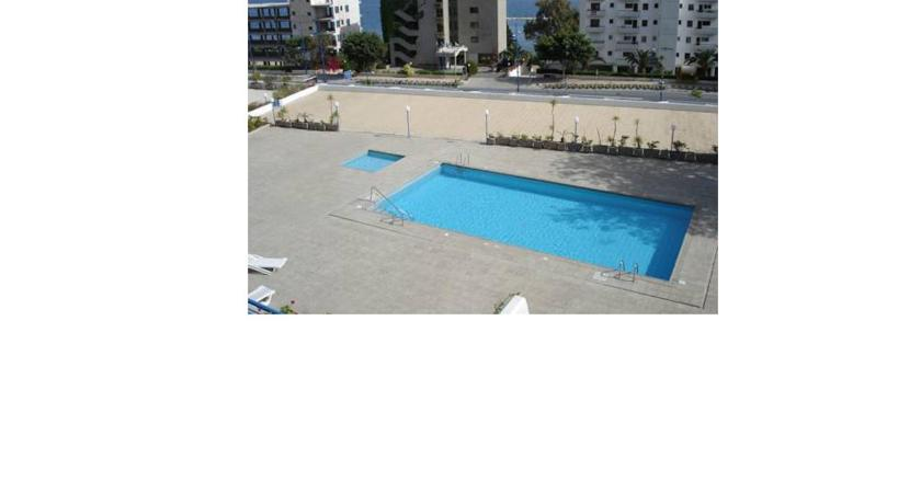 Piscina Amathus Seaview Apartment