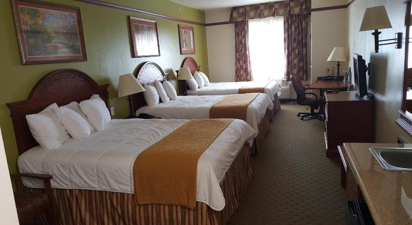 Queen Room with Two Queen Beds - Non-Smoking Budget Host Inn and Suites Cameron