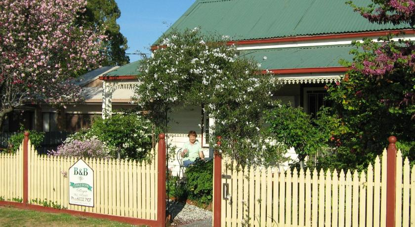 More about Cuddledoon Cottages Rutherglen
