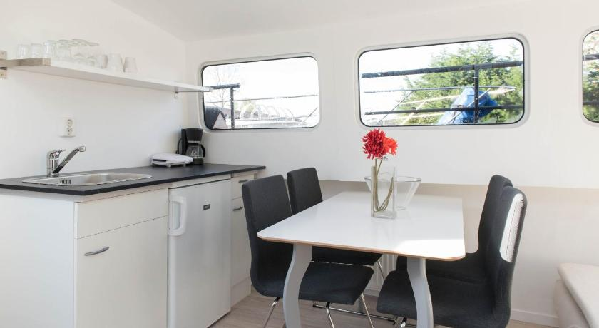 Two-Bedroom Houseboat Basic Classic Boat