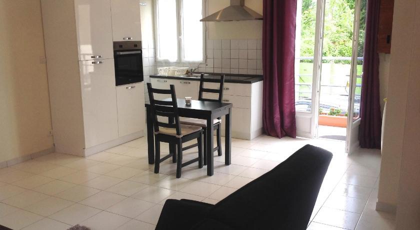 Maison la violette r servez en ligne bed breakfast for Maison violette