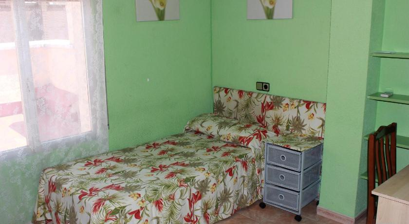 Single Room with Shared Bathroom Hostal Arrate