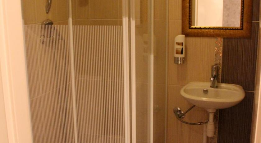 Twin Room with Shower - Shower Hotel Centrum