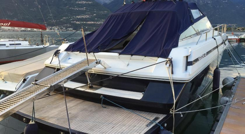 Boats & Breakfast Iseo Lake Charme
