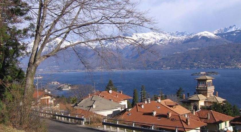 Stresa lo scoiattolo e la noce in italy europe for Hotel saini meuble stresa italy