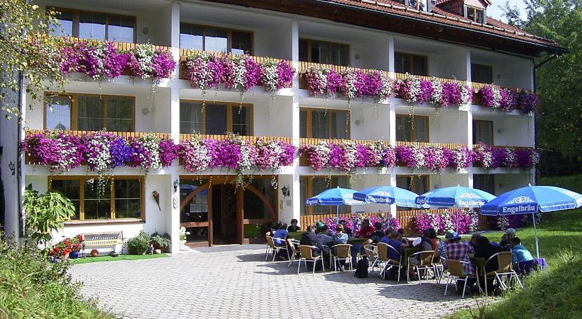 Mere om Hotel Pfeiffermühle