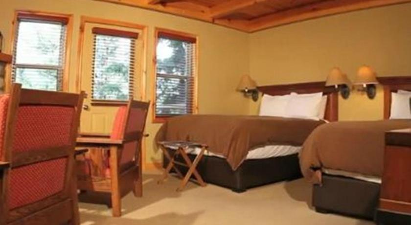 Queen Room with Two Queen Beds - Bed Buffalo Mountain Lodge