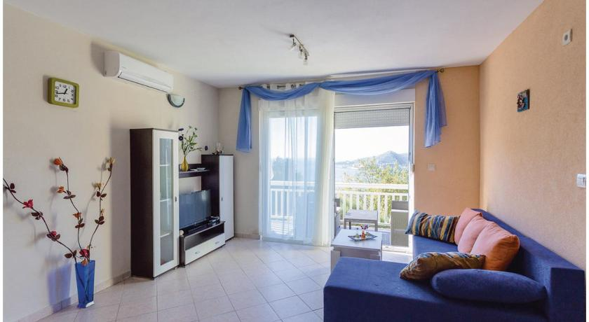 Two-Bedroom Apartment with Sea View in Mlini