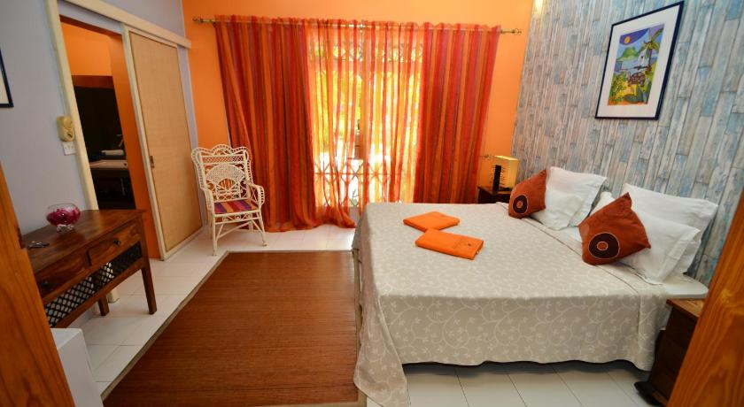 Double Room with Garden View - Guestroom Les Lataniers Bleus Guest House