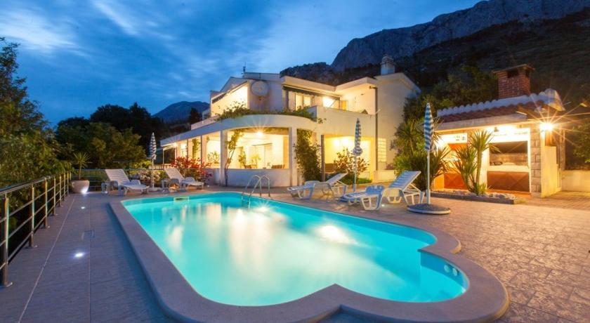 Two-Bedroom Holiday Home in Makarska II