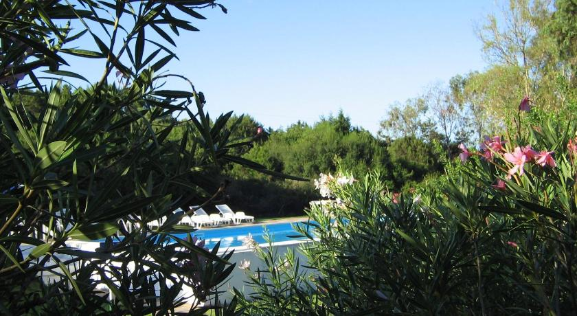 Swimming pool Baia Paradiso Village