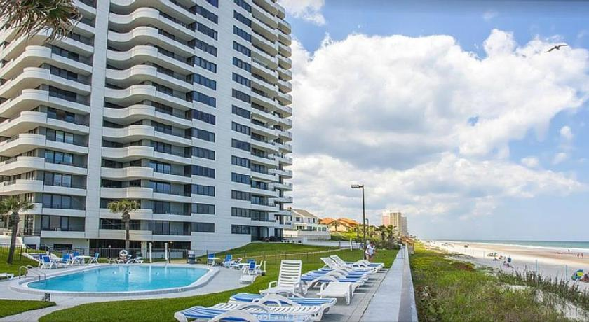 Swimming pool Oceanfront Condo On Daytona Beach