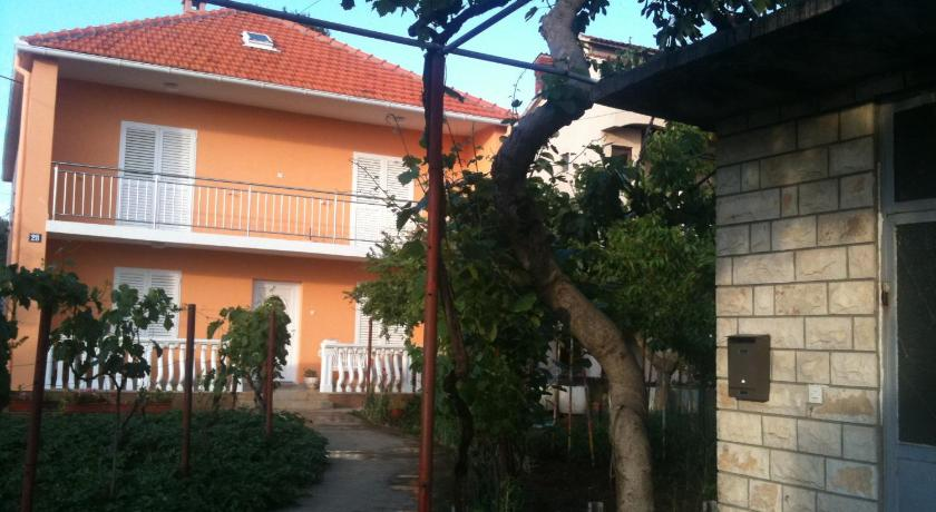 Double Room with Private Bathroom - Garden Guest House Cvita