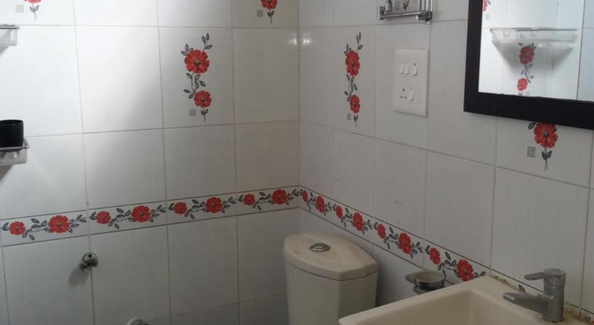 Bathroom Vivaswann G1 Semi Furnished Apartment