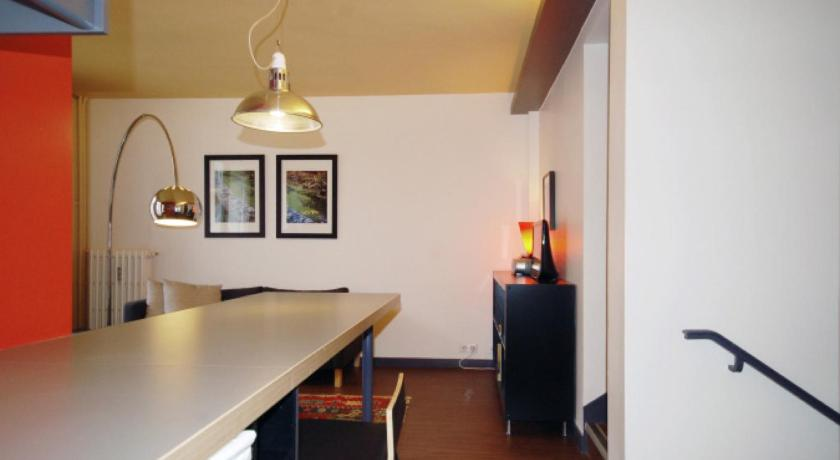 Nice 2 bedrooms apartment for 3 persons in the Marais area