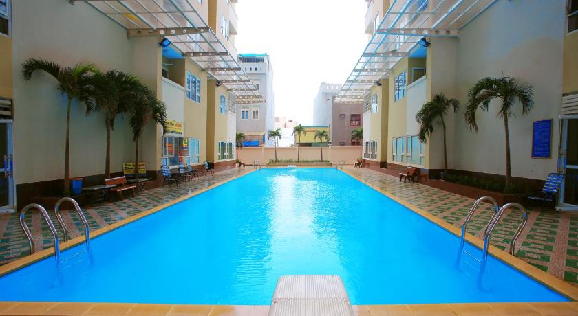 Schwimmbad Luxury 3BR Full-Option near Beach Service Apartment