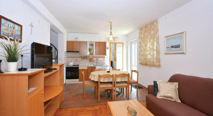 Three-Bedroom Apartment with Sea View in Jelsa