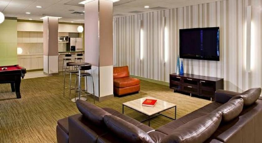 Lobby Global Luxury Suites in the Heart of White Plains
