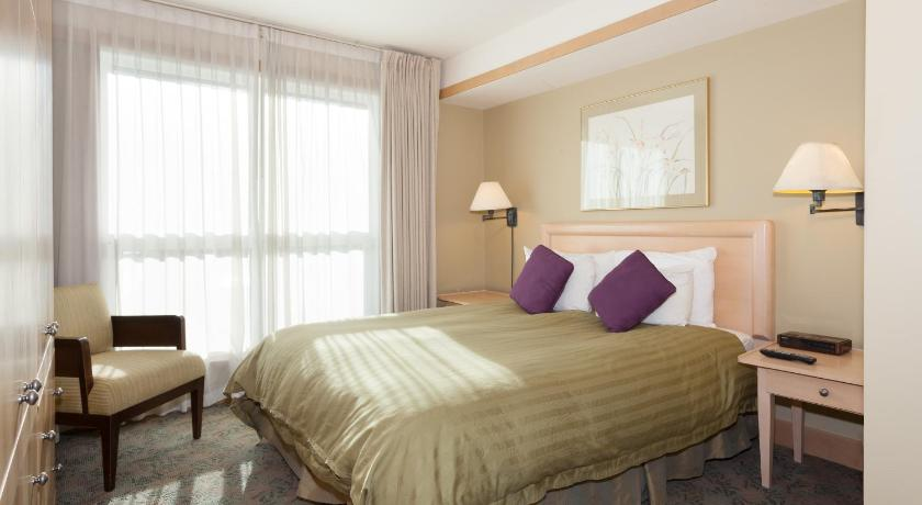 One-Bedroom Suite - Guestroom Le Chamois by Whistler Premier