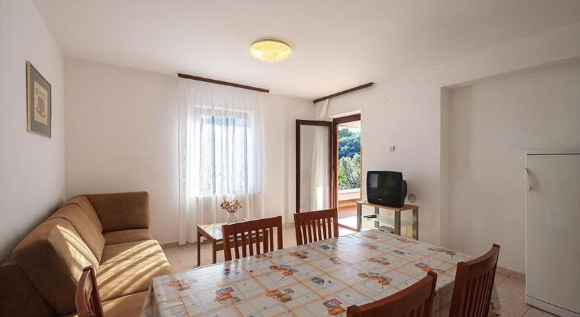 Se alle 24 billeder Two-Bedroom Apartment in Jadranska Rabac II