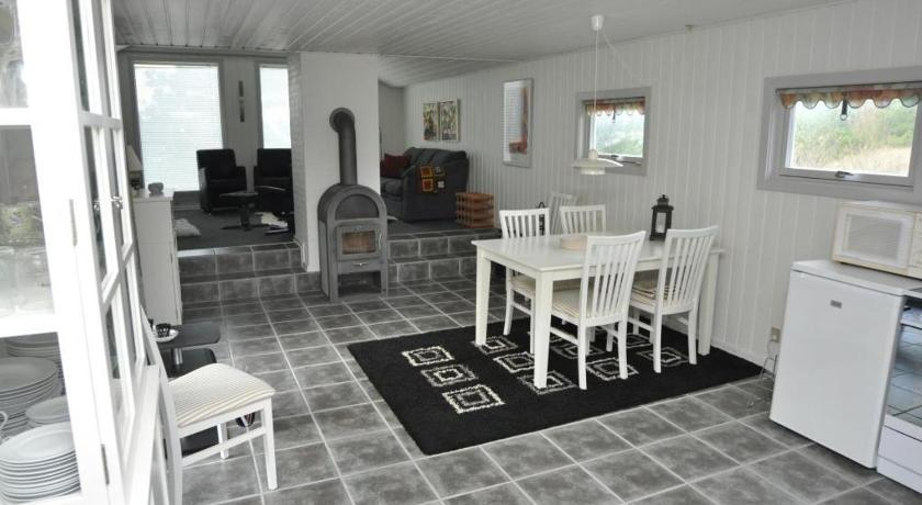 Four-Bedroom Holiday Home Holiday home Hagevej 114