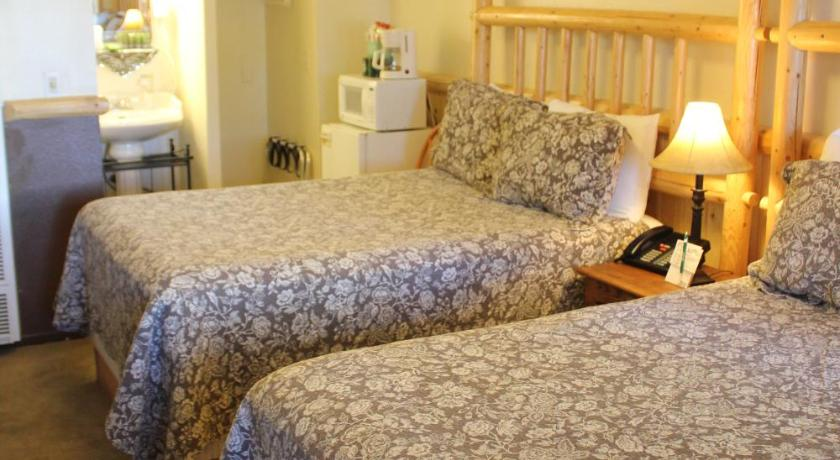 Deluxe Double Studio Fireside Lodge Bed And Breakfast