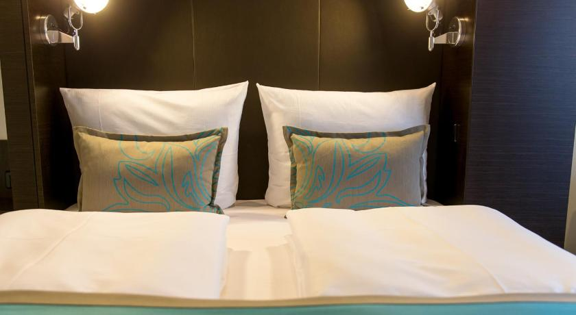 Room with Queen Size Bed Motel One München-Olympia Gate