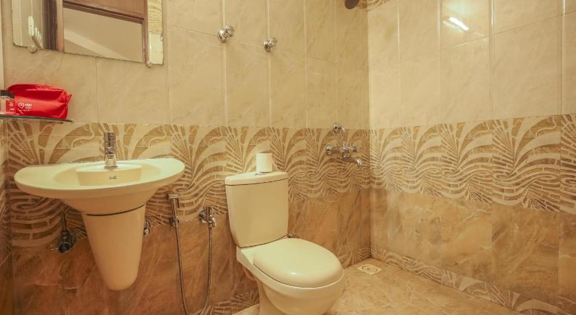 Deluxe Double or Twin Room - Bathroom OYO 703 Hotel Shahi Palace