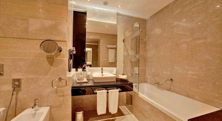 Business Double Room Gala Dinner of the 31st December - Bathroom Royal Tulip City Center
