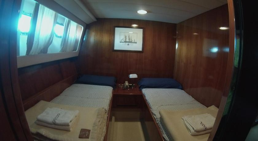 Cabin on Boat (2 Adults) - Guestroom Riviera Boat Resort