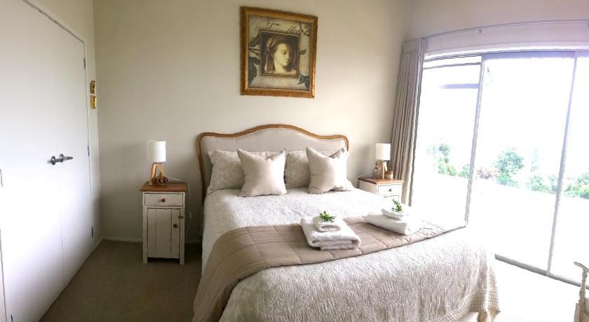 Punanga Lodge   New Zealand Hotels Deals