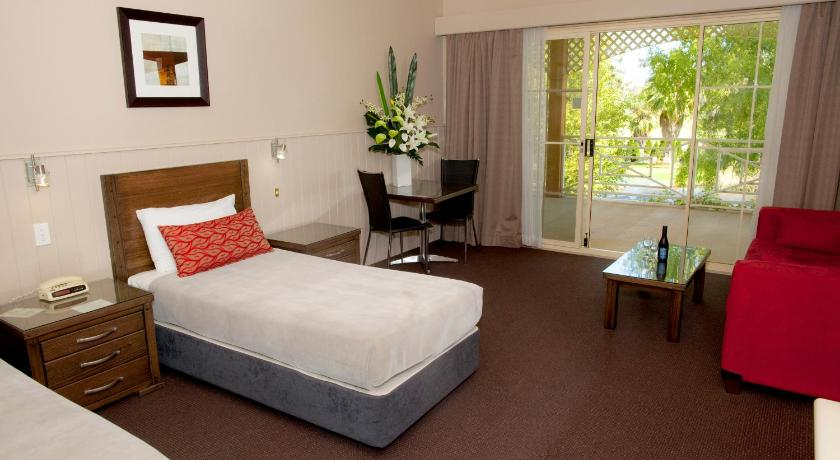 Guestroom Parklands Resort & Conference Centre