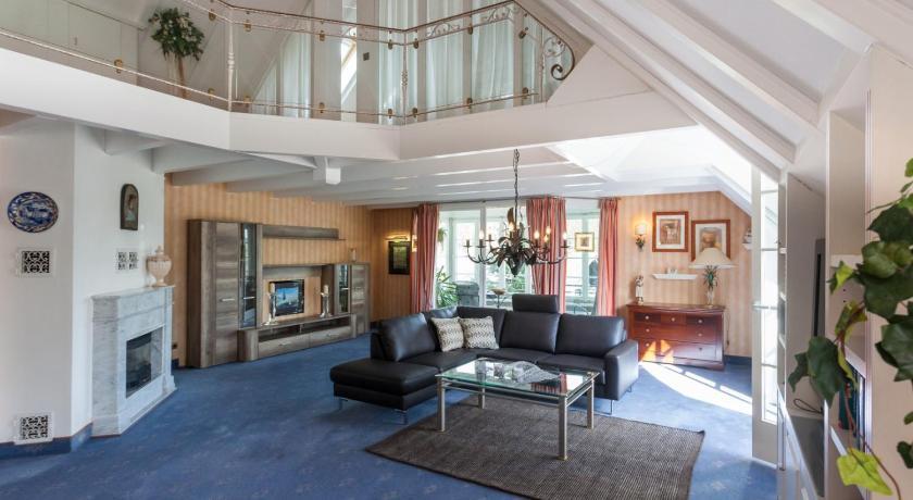 villa katharina penthouse wohnung willingen upland. Black Bedroom Furniture Sets. Home Design Ideas
