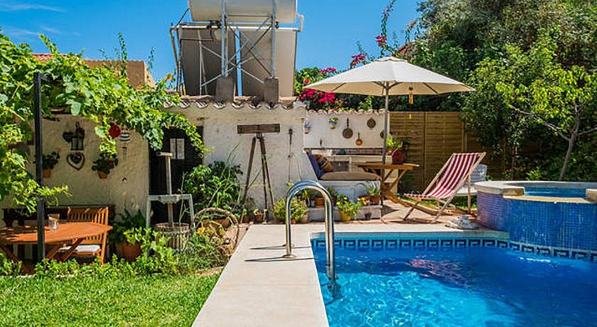 Swimmingpool Bed and Breakfast At Home in Malaga