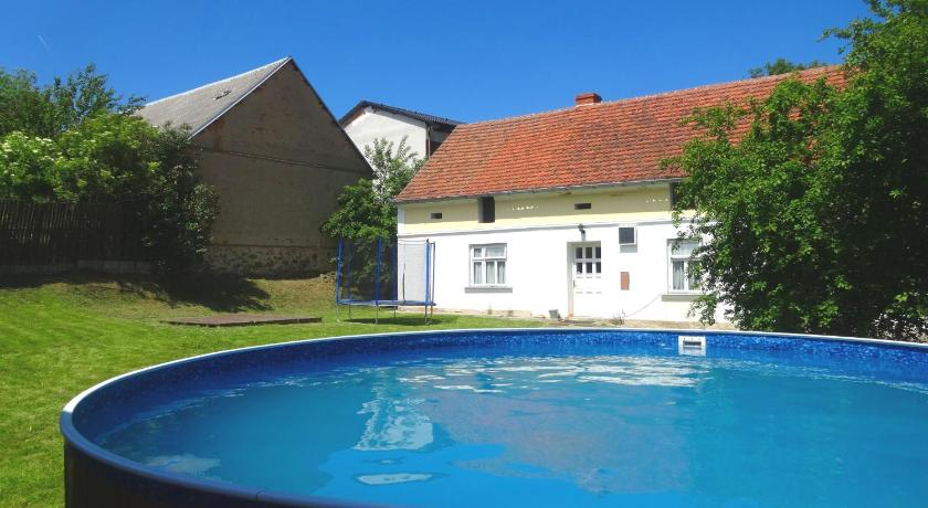 مسبح Holiday Home Nedražice